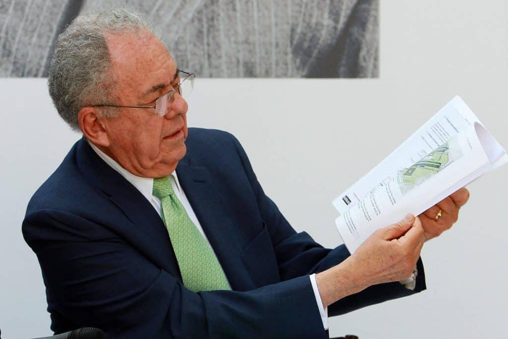 Jiménez Esrpiú dijo que el retraso se debe a los amparos en contra de la obra. Foto: Especial