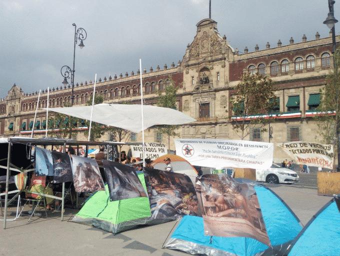 Plantón de damnificados en el Zócalo. Foto: Twitter