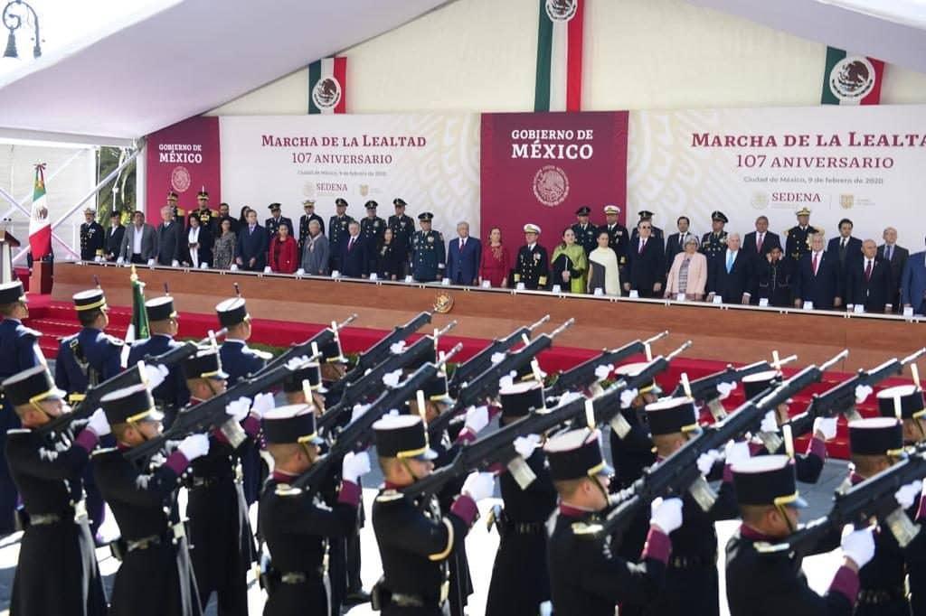 Fuerzas Armadas refrendan lealtad a López