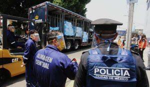 Grupo Modelo dona medio millón de cubrebocas a policías de la CDMX