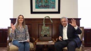 Con cuento de Tólstoi, López celebra Día del Niño
