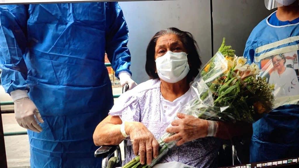 Mujer de 84 años gana la batalla contra el COVID-19