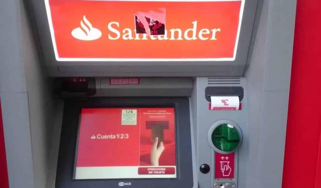"""Cajeros de Santander se """"tragan"""" tarjetas"""
