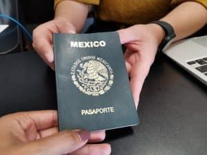 SRE suspende emisión de pasaportes