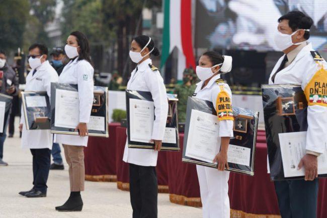 trabajadores de la salud que recibieron la Condecoración Miguel Hidalgo en Grado Cruz