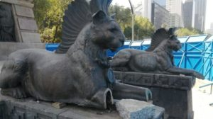 mutilar piezas del monumento a Cuauhtémoc