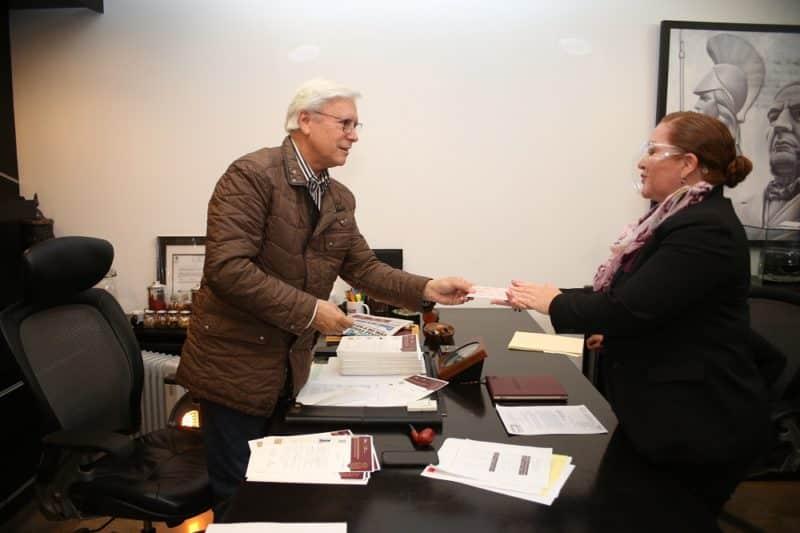 """Jaime Bonilla donó su salario íntegro a la fundación """"Caminos sin Fronteras"""""""