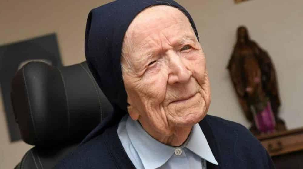 Monja de 116 años sobrevive a la COVID-19