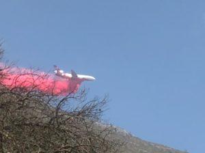 Avión DC10 combate incendio forestal en Arteaga