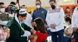 vacunación contra COVID a maestros de Chiapas