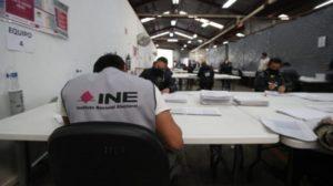 Hacienda niega recursos al INE para consulta popular