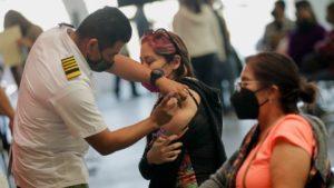 Reanudan vacunación contra COVID-19 en Tijuana