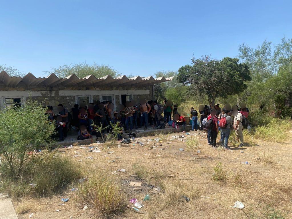 Rescatan a 162 migrantes abandonados